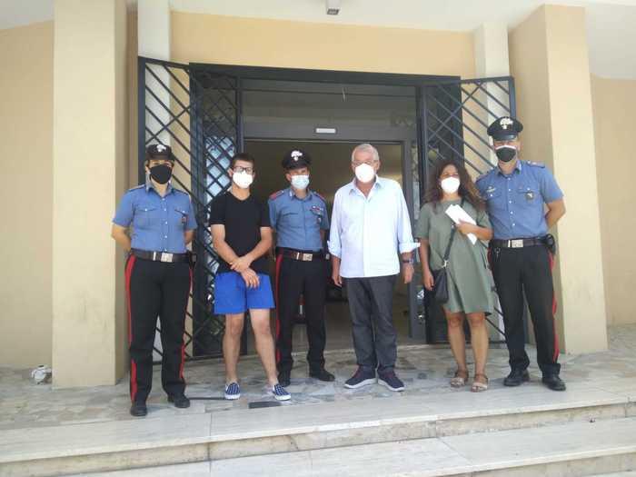 Carabinieri e Amministrazione Diamante aiutano giovane in difficoltà
