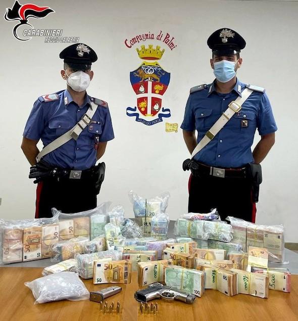 Droga: aveva in garage pistola e 250 gr. cocaina, arrestato