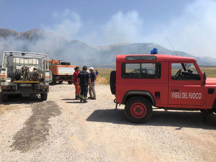 Incendi: fiamme vicino a carreggiata, chiuso tratto della A2