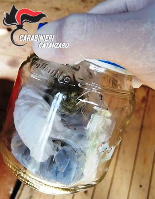 Al posto di controllo trovati in possesso di marijuana: due arresti