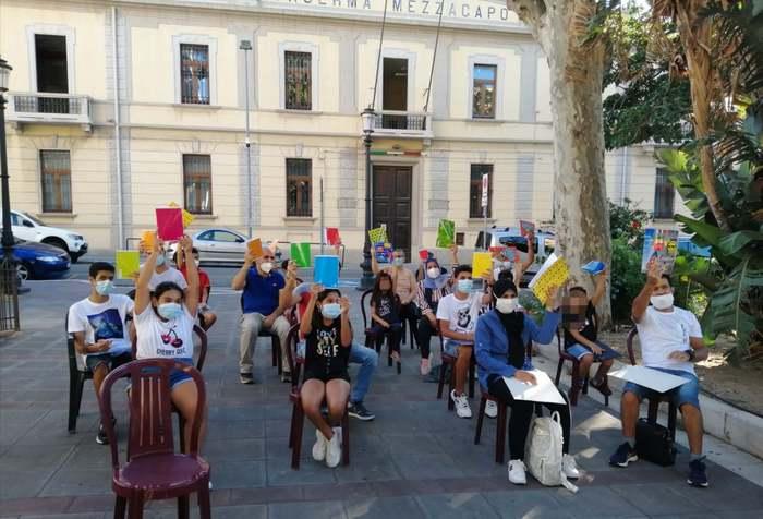 Scuola d'italiano in piazza, iniziativa Reggio compie un anno