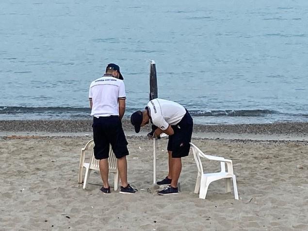 Spiagge occupate abusivamente, eseguito sgombero