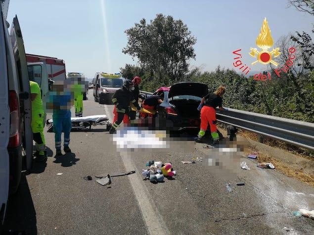 Tragico incidente stradale a Corigliano: 3 persone decedute e 1 ferito grave