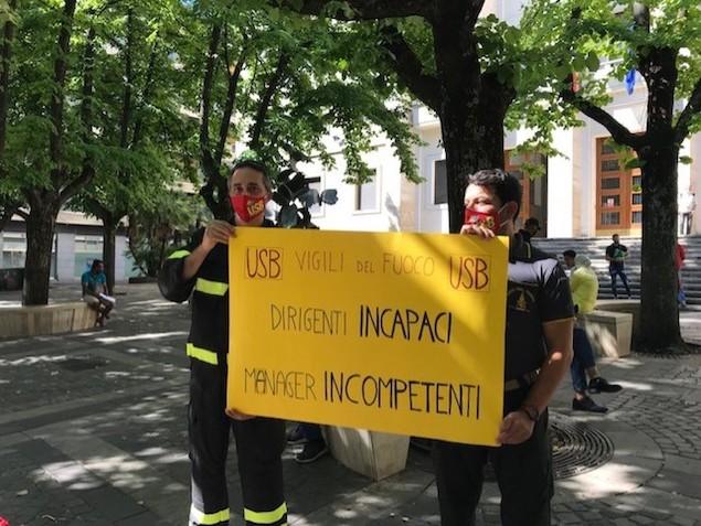 Incendi: protesta dei vigili del fuoco di Cosenza