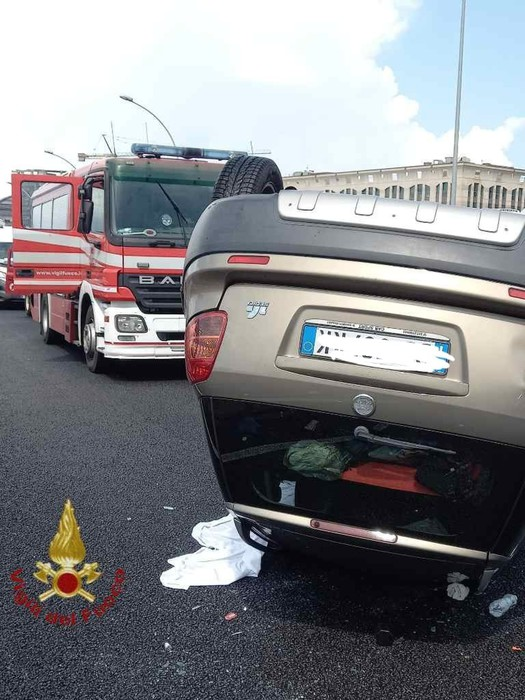 Incidenti stradali: auto fuori strada, morta donna di 54 anni