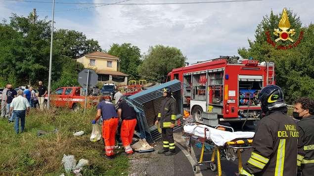 Ionadi (VV). Incidente stradale tra una vettura ed una motoape, due feriti