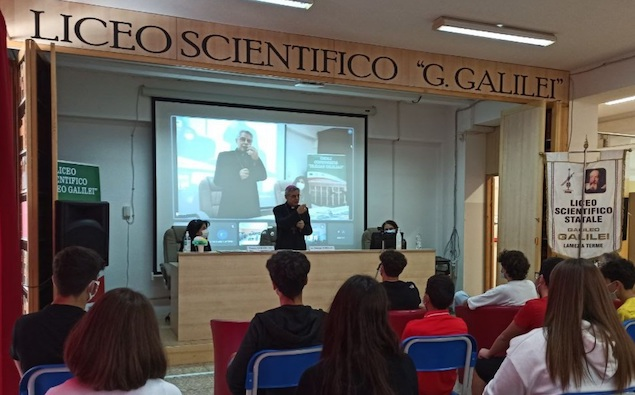 Lamezia. Il Vescovo Schillaci incontra gli alunni del Liceo Galilei