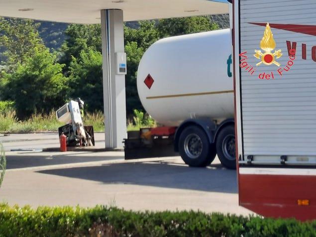 Pizzo Calabro. Fuga di gas GPL da distributore, intervengono i vigili del fuoco