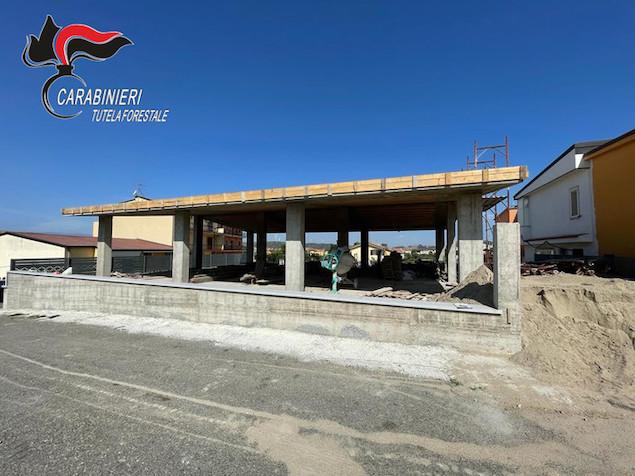 Abusivismo: carabinieri forestale sequestrano edificio in costruzione