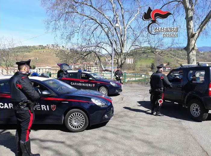 Controlli dei carabinieri a Cosenza