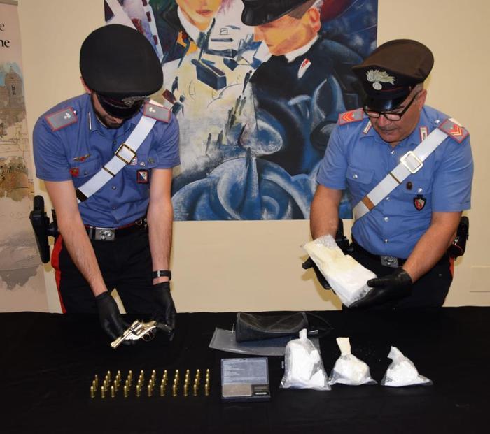 Coniugi nascondevano in casa 1,2 kg di cocaina, arrestati