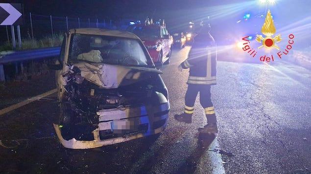 Incidente stradale sulla SS107, due persone ferite in modo grave
