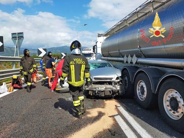 Incidente allo svincolo autostradale di Lamezia, due feriti