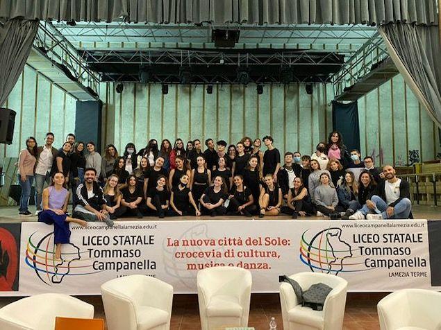 """Al Liceo """"Tommaso Campanella"""" si danza con Filippo Stabile"""